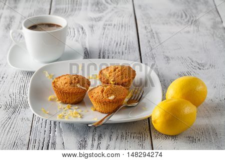 Mini loaf cakes on table with lenon