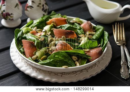 Salad with spinach, avocado and pumpkin seeds salted fish