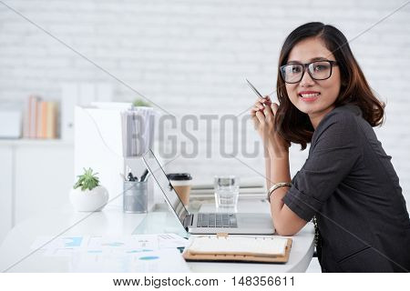 Beautiful Asian business lady working in office