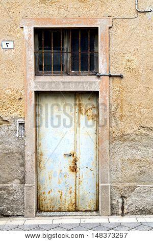Brown Door    Lombardy       The Milano   Closed Brick Terrace Rusty