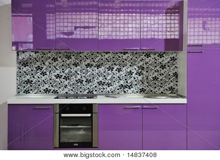 interior de cocina con muebles de color rosa