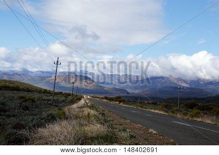 Mountain View On A Partial Cloudy Day - De Rust