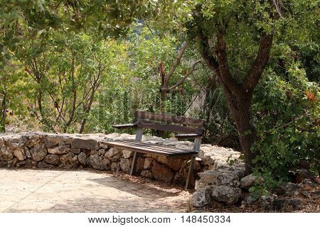bench in the park is possible to sit down and relax