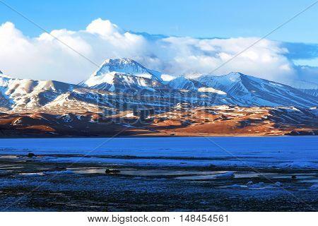Gurla Mandhata mount and Rakshas Tal lake under ice in Western Tibet