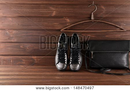 Leather Upper Metallic Trendy Womens Shoes And Black Leather Bag
