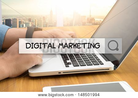 DIGITAL MARKETING SEARCH WEBSITE INTERNET SEARCHING businessman working