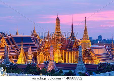 Bangkok skylineWat Phra