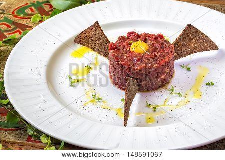 Tuna carpaccio with crispy croutons the seafish