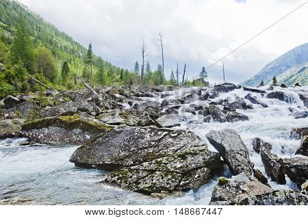 River between the Middle and Lower Multinskiye lakes called