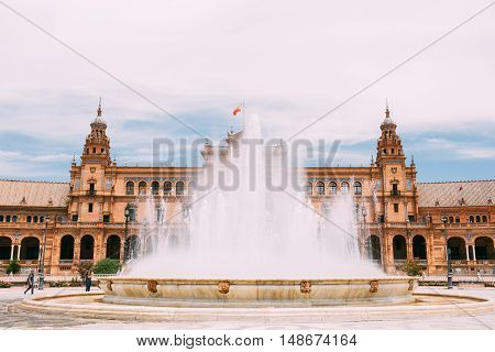 Plaza De Espana In Seville, Andalusia, Spain. Renaissance Revival Style. Spain Square. Fountain On Foreground