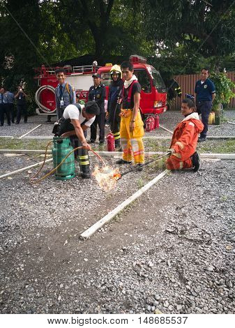 Bangkok Thailand September 24 2016 Fire officials demonstrated how the fire escape and how to use fire extinguisher When fire