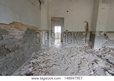 Earthquake Athens room destroyed heavy damage, disaster