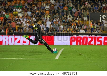 VALENCIA, SPAIN - SEPTEMBER 22nd: Diego Alves during Spanish soccer league match between Valencia CF and Deportivo Alaves at Mestalla Stadium on September 22, 2016 in Valencia, Spain