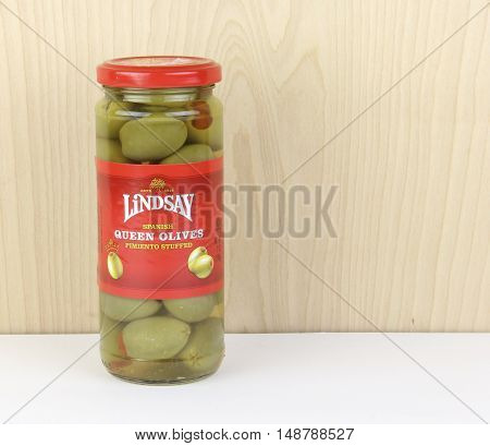Spencer Wisconsin - September 25 2016 Bottle of Lindsay Spanish Queen Olives Lindsay is a family owned American based company founded in 1916