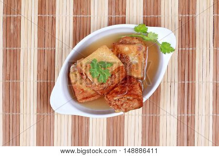 Gold bar soup as fried tofu wrap minced pork in soup and coriander .