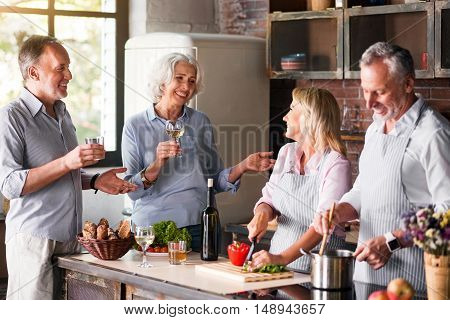 Wishing luck Family reunioun in the kitchen of household