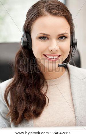 Bild von Helpline Operator mit Laptop