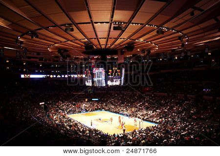 coincidir con el Madison square garden de la NBA knicks