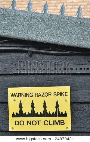 Razor spikes
