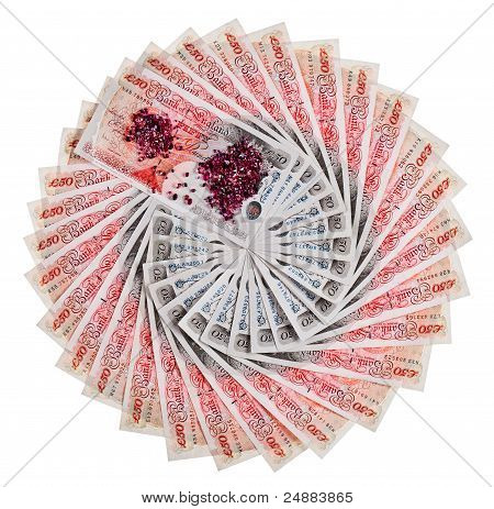 Viele 50 Pfund Sterling Banknoten mit Diamanten aufgefächert, Isolated On White