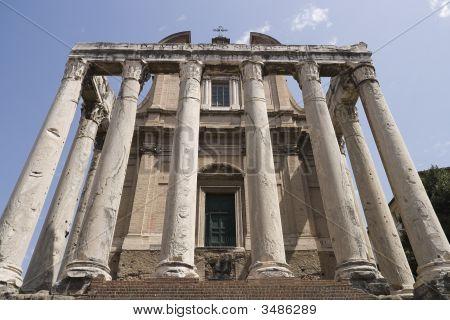 Tempio Di Antonino Y Faustina