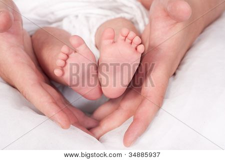 Baby Feets and daddys Hands