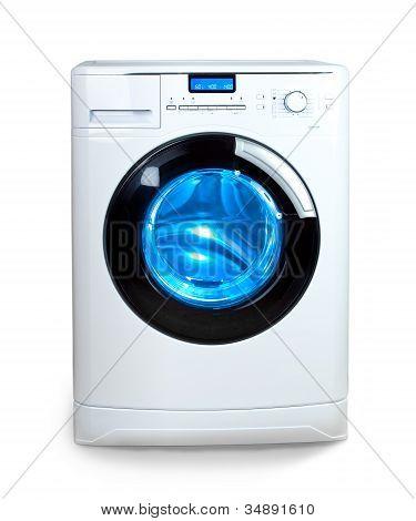 La lavadora sobre un fondo blanco