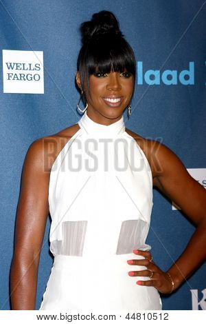 LOS ANGELES - APR 20:  Kelly Rowland arrives at the 2013 GLAAD Media Awards at the JW Marriott on April 20, 2013 in Los Angeles, CA