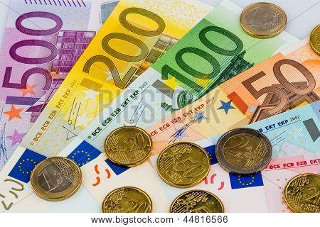 billetes son adyacentes. Foto simbólica de ingresos, ventas y efectivo