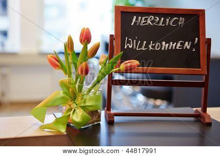 Tafel mit deutschen Slogan der