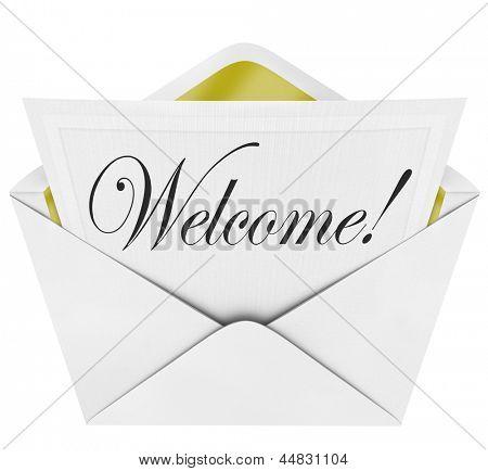 Eine formale Karte mit dem Wort Willkommen in kursiven Buchstaben mit einem Papier-Einladung und Umschlag geschrieben