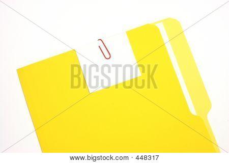 gelben Ordner mit einem leeren Tag kurze