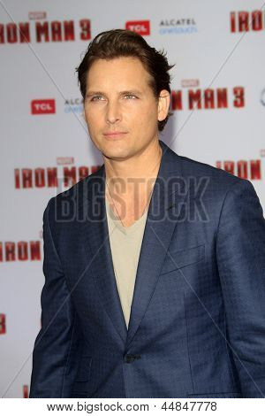 """LOS ANGELES - APR 24:  Peter Facinelli arrives at the """"Iron Man 3"""" LA premiere at the El Capitan Theater on April 24, 2013 in Los Angeles, CA"""
