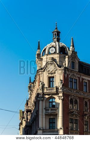 Tenement built in neo-baroque architectural style