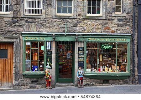 Edinburgh, Scotland - August 29: Whisky Shop  On August 29, 2013 In Edinburgh, Scotland, Uk