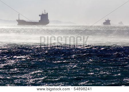 Contaniner ship in the windstorm