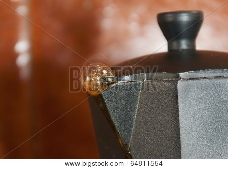 Italian coffee maker with bubble
