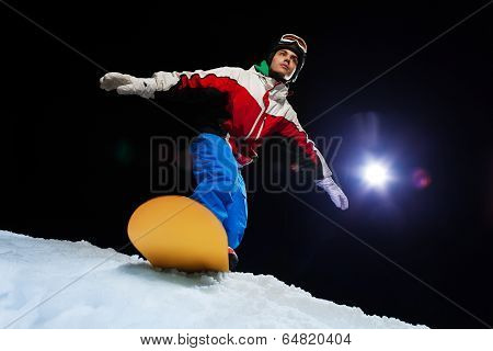 Snowboarder ready to slide down the mountain