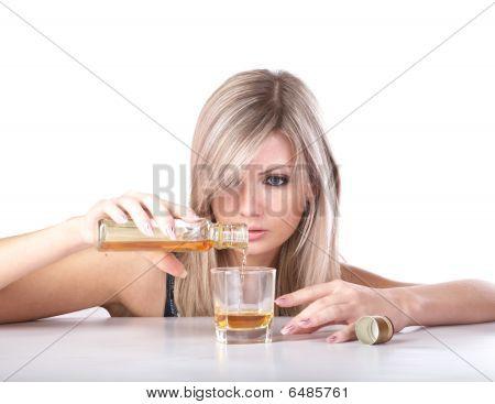 A menina com o copo de Whisky