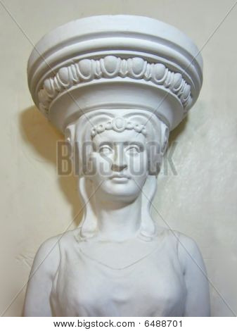 Plaster caryatid in tire