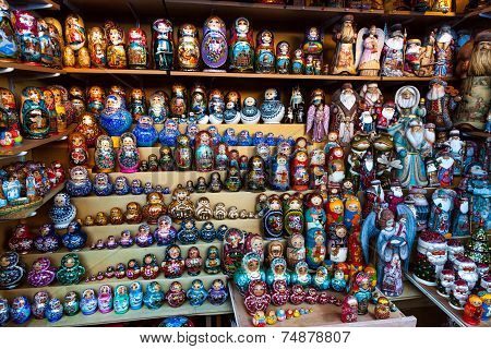 Many Matrioska Dolls