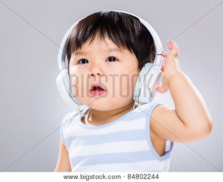Baby listen to song