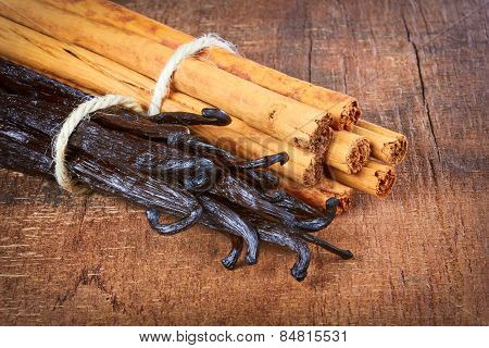Tied Vanilla Pods And Cinnamon