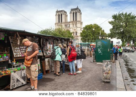 Small Art And Souvenir Shops With Walking Tourists In Paris