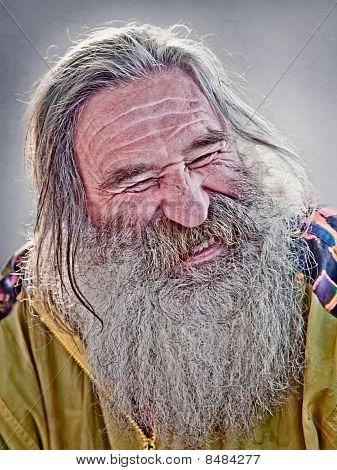 Anciano riendo