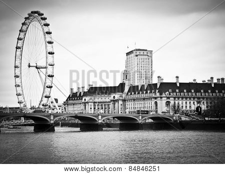 LONDON, ENGLAND FEB 17: View of Westminster Bridge and the favourite tourist attraction the London Eye on Feb 17, 2012 in London, United Kingdom.