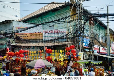 Overhead cables pose a threat to the residents of Saigon
