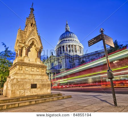 Red London bus in front of St Paul's Cathedral