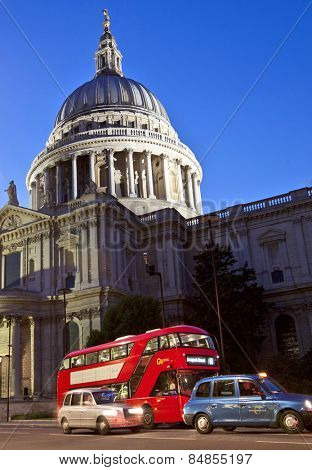 LONDON, UK - AUG 22, 2014: Red bus and taxi cabs in front of St.Paul's Cathedral just after sunset.