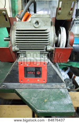 Grinding machine in the workshop